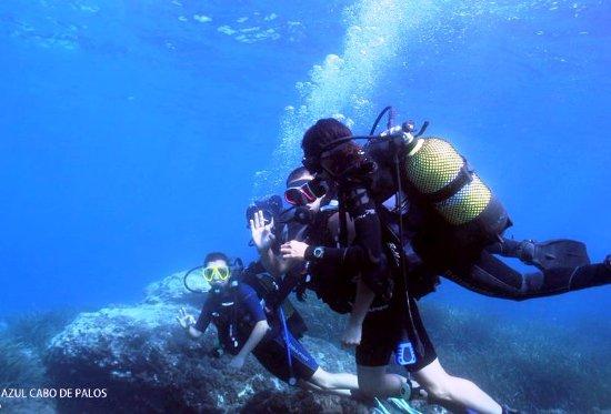 Cabo de Palos, Spain: Toda la familia Durán descubriendo el buceo. ¡Bienvenidos al mundo submarino!