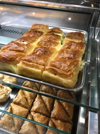 Oakleigh, Australia: Desserts from the counter