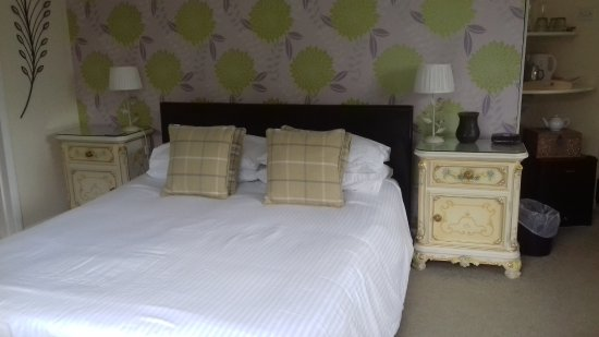 Dovers House: Edgcumbe Room, kingsize bed.