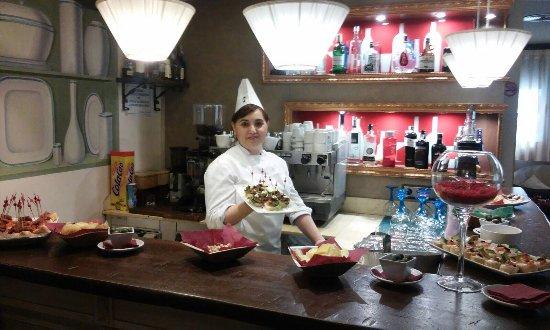 Mondejar, Spanien: Nuestra cocinera