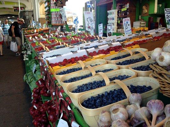 Montreal, Kanada: Un aperçu d'une allée du marché.