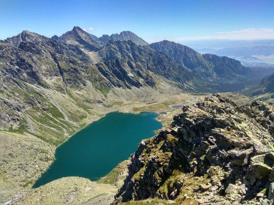 Vysoké Tatry, Slovensko: Jedna z ľahších túr v Tatrách, ktorej vrchol ponúka jeden z najkrajších výhľadov. Určite odporúč