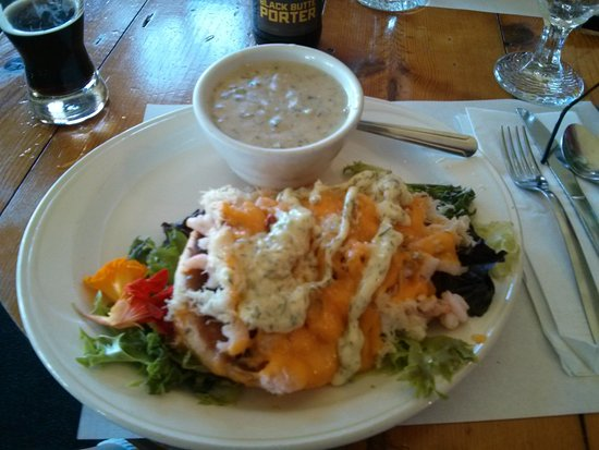 Oceanside, OR: The Snug Harbor with Clam Chowder