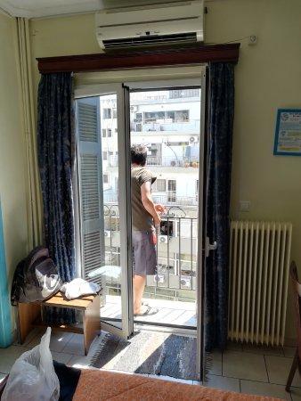 Hotel Pergamos: Balcony in the room 705. A/C above the door.