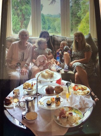 Wych Cross, UK: Afternoon Tea with 4generations of family.
