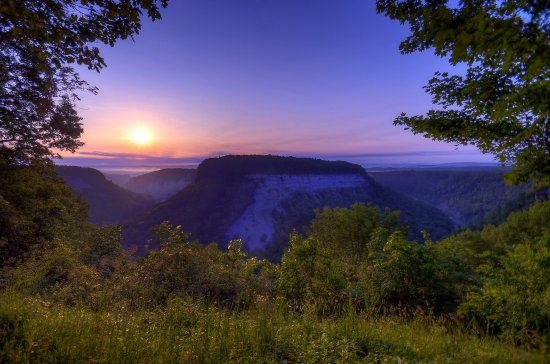 Castile, NY: Sunrise at Humphreys Corners in Letchworth State Park