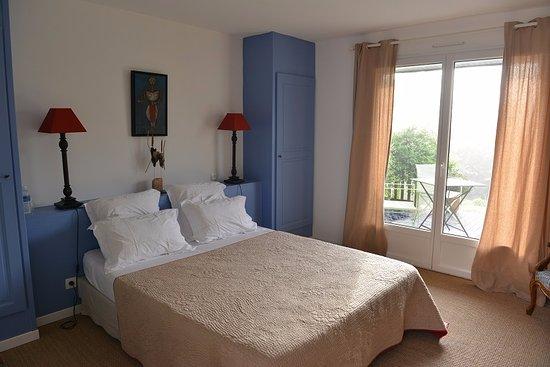 chambre bois de lime - Picture of l\'arbre voyageur, Locoal-Mendon ...