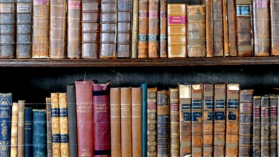 Lapworth, UK: Enough books for a winter's evening ...