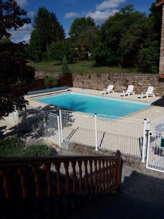 Photos saint romain images de saint romain puy de dome for Hotel piscine privee