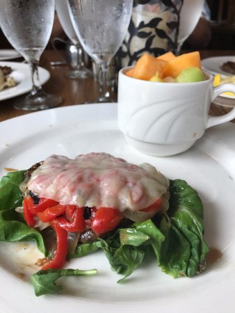 Timberlake's Restaurant at Chetola Resort : For our lighter vegetarian diner, a marinated portobello red pepper, sauteed onion and provolone