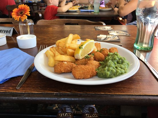 Britannia Inn Dungeness: Scampi, chips and mushy peas