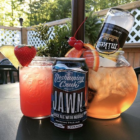 Gouldsboro, PA: Cocktails on the Patio!