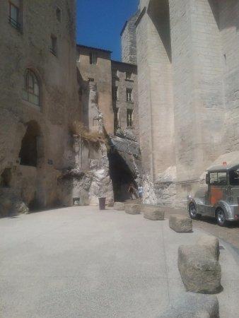 Petit Train Avignon : Le petit train dans le méandres d'Avignon