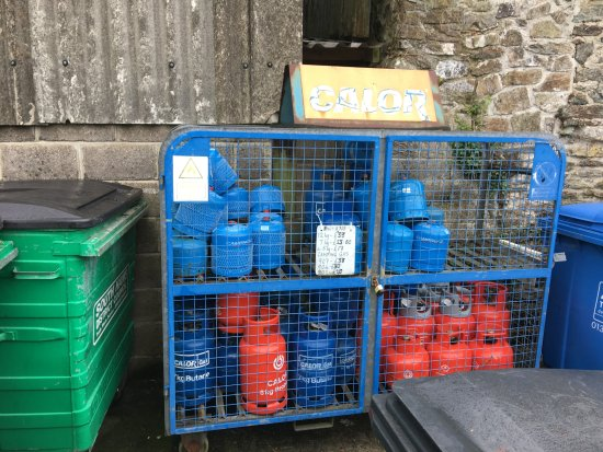 Malborough, UK: Gas tanks available on site