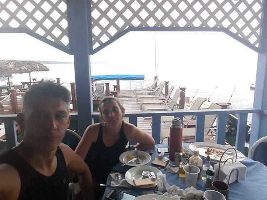 Hotel Bocas Town: Desayunando