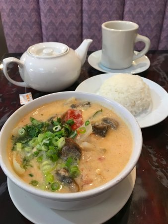 Greeneville, Τενεσί: Chicken Coconut Thai Soup with jasmine soup, jasmine tea