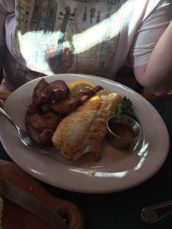 Pewaukee, WI: Canyon City Baked Cod Fish Fry