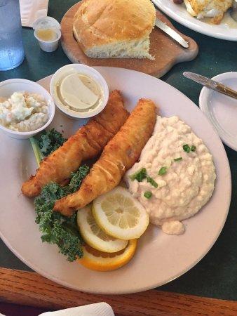 Pewaukee, WI: Canyon City Walleye Pike & Garlic Mashed Fish Fry