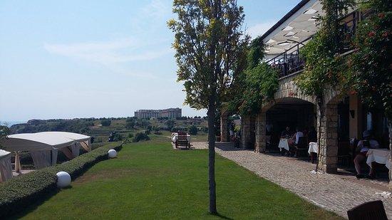 BlackSeaRama Golf & Villas: Terrasse du club house
