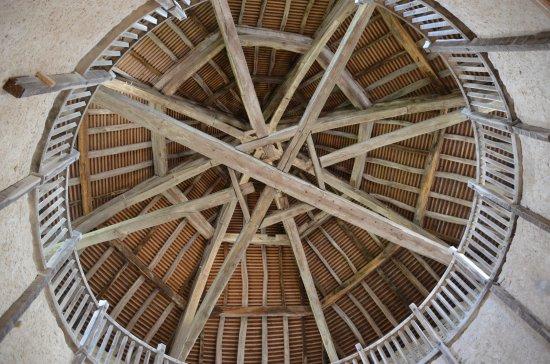Amberieu-en-Bugey, France : Vue de la charpente de la tour ronde