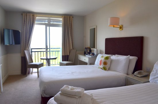 Cliff House Hotel: sea view & balcony room