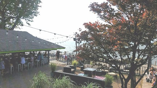 Blasdell, NY: Patio seating with bar overlooking the river