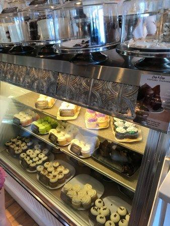 Maxie B's: cupcakes