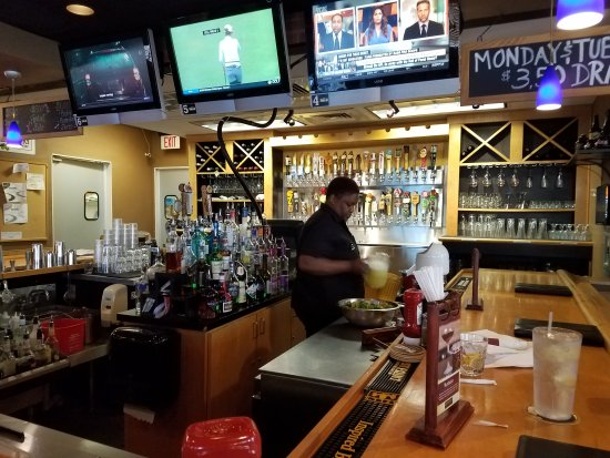 Duckworth's Grill & Taphouse: Bar Area