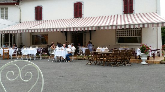 Lestelle Betharram, Frankrike: La terrasse du restaurant !