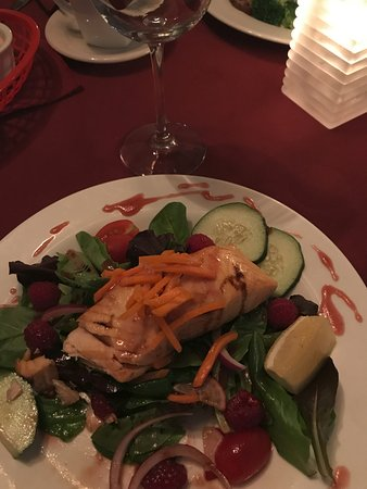 Alburgh, VT: Dinner! Salmon over a salad. Absolutely delicious