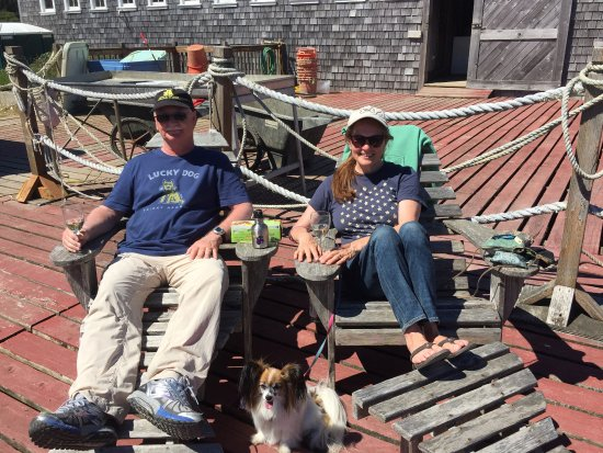 Oysterville Sea Farms: Wine and oysters on the deck