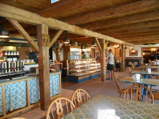 Grandma's Swedish Bakery at Rowleys Bay Resort: Nice big room and a.lot of seating