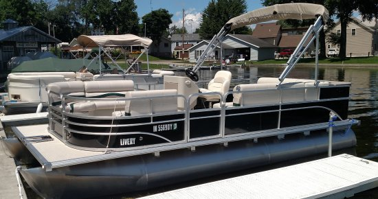 North Webster, IN : Pontoon Boat Rentals