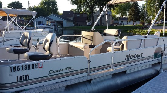 North Webster, IN: Pontoon Boat Rentals
