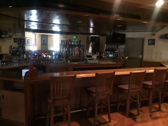 Pine Tree Restaurant & Lounge: Full Liquor barr
