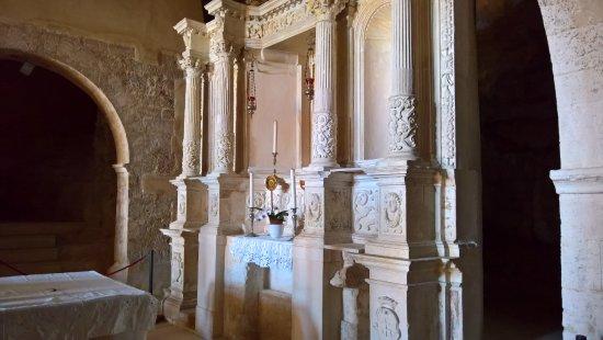 Abbazia ed eremi di Pulsano: Altare - Abbazia di Pulsano 7