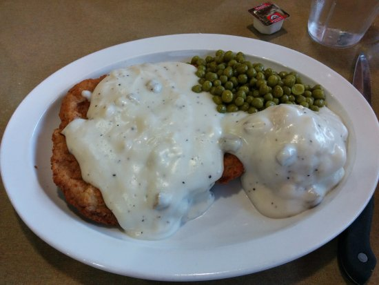 Ladysmith, WI: Chicken Fried Steak, Mashed Potatoes, Country gravy and peas! Mmm!