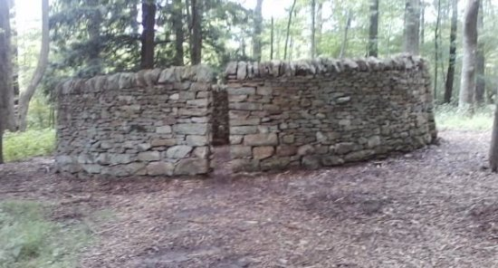 "Chalk Hill, Pensilvania: Kentuck Knob, Andy Goldsworthy ""Room, 1992) fieldstone"