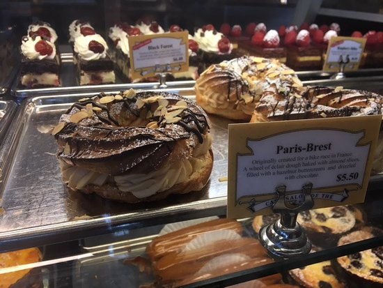 St Honore Bakery: Both of the treats in the back are gluten free