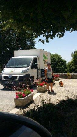 Plan-de-Baix, France: place de la mairie, Plan de Baix, le vendredi au marché