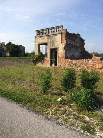 Masi, Italy: I resti della casa della famiglia Zonaro. Noto componente della famiglia fu Fausto Zonaro pittor