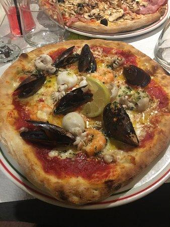 Napoli : Pizza Parma + Frutti de Mar 👍