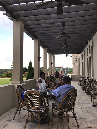 Braselton, GA: Patio at the winery