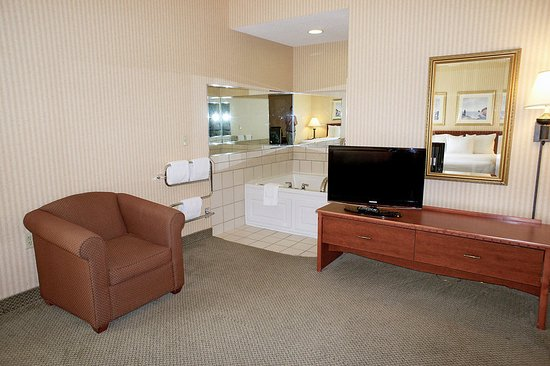 New Berlin, WI: Suite
