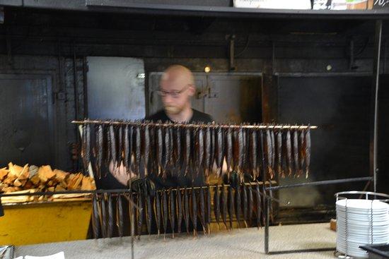 Rogeriet i Svaneke: Smoked herring right from the oven