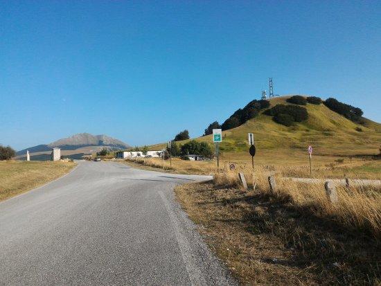 Cagli, İtalya: La Rocchetta e il suo altopiano