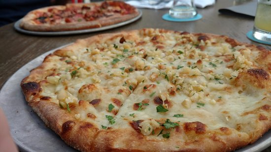 Maui Brewing Company: Silversmith pizza