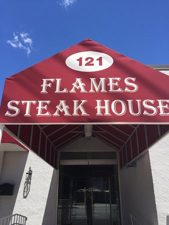 Elmsford, نيويورك: Grand Opening of Flames Steakhouse