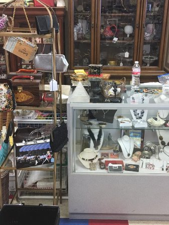 Pantego, TX: Inside Timeless Treasures Vintage & More
