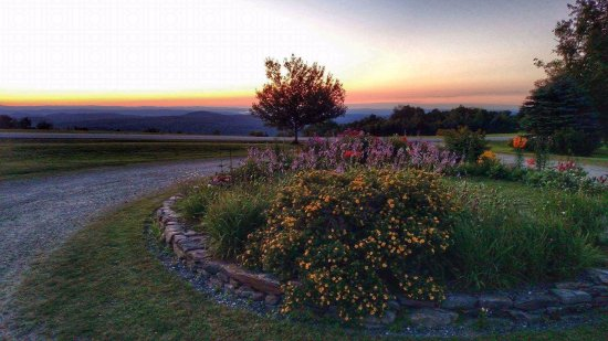 Cooper Hill Inn: morning sunrise